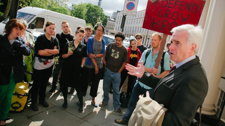 Royaume-Uni: Un défenseur du revenu de base nommé «chancelier fantôme»